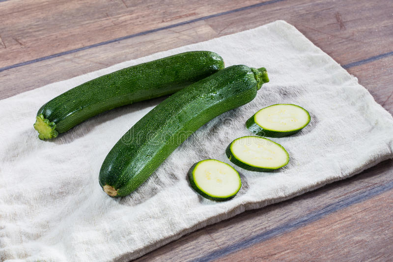 Ny ung zucchini arkivfoton
