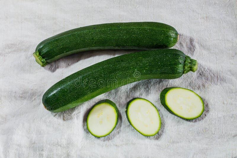 Ny ung zucchini fotografering för bildbyråer