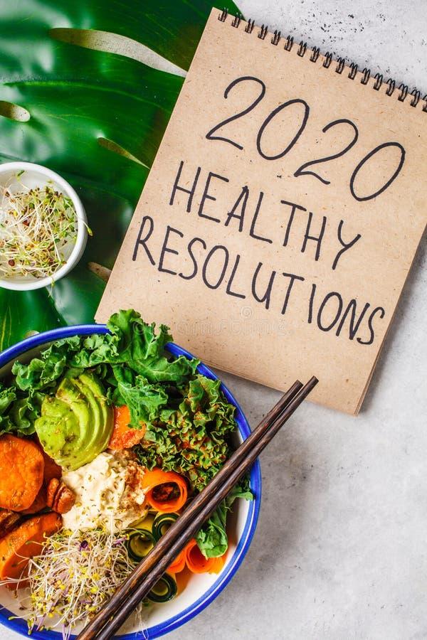 2020 nya år sunda upplösningar Buddhabunke med avokadon, sötpotatisar, groddar och grönsaker royaltyfri fotografi