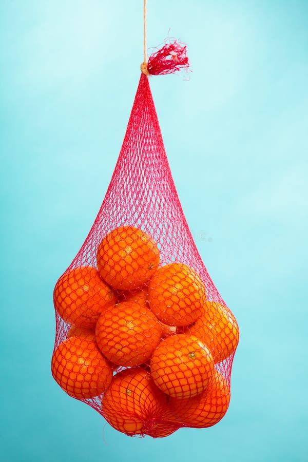 Nya apelsiner bär frukt i ingrepp från supermarket arkivfoto