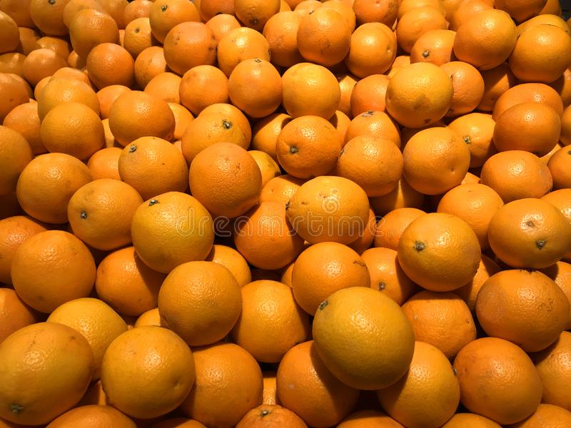 Nya apelsiner på en marknad fotografering för bildbyråer