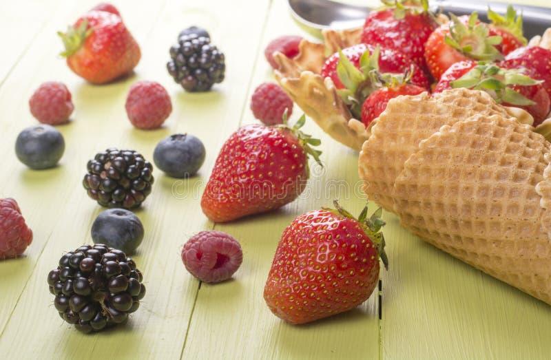 Nya bärfrukter för glass royaltyfri fotografi