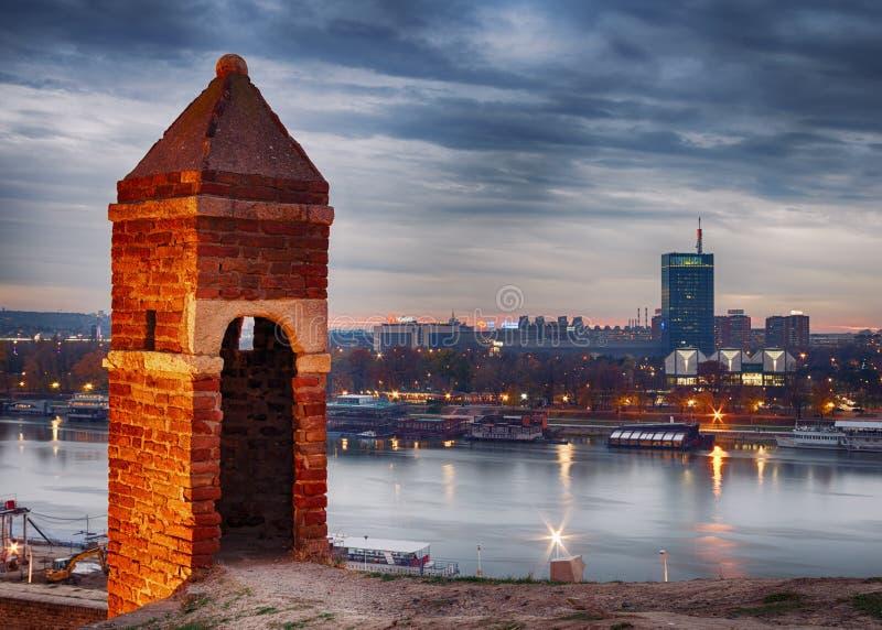 Nya Belgrade som sett från den Belgrade fästningen royaltyfri bild
