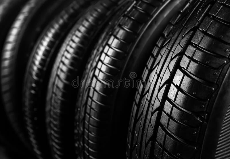 Nya bilgummihjul, closeup arkivfoton