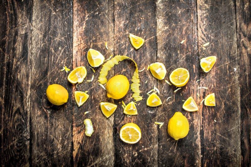 Nya citroner med piff arkivfoto