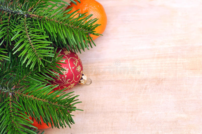 Nya Clementines, mandariner eller tangerin, röd boll på brunt Wo royaltyfria bilder