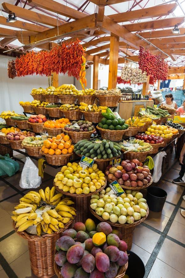 Nya exotiska frukter i Mercado Dos Lavradores Funchal madeira, arkivbilder