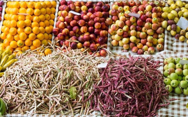 Nya exotiska frukter i Mercado Dos Lavradores Funchal madeira, arkivfoton