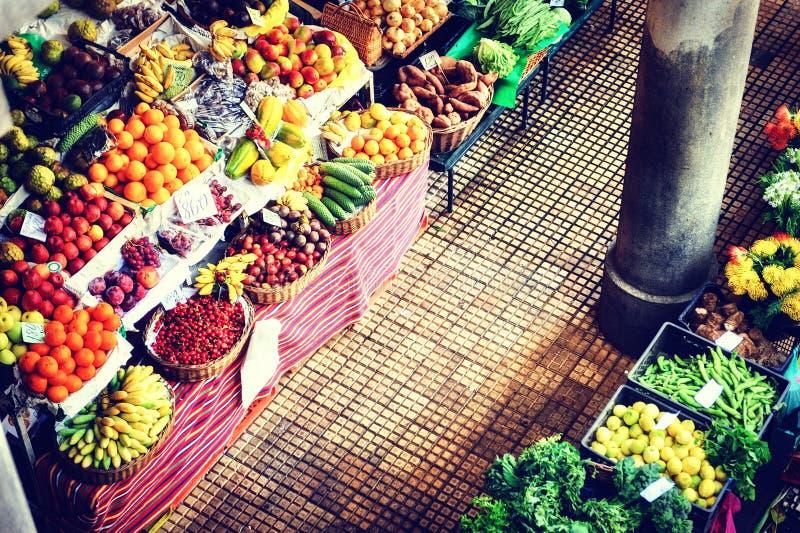 Nya exotiska frukter på marknaden funchal madeira royaltyfri foto