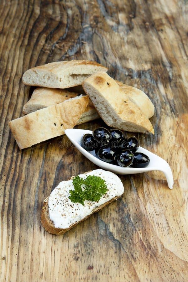 nya gröna örtolivgrön för bröd arkivfoton
