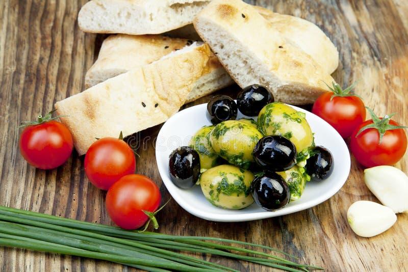 nya gröna örtolivgrön för bröd royaltyfria bilder