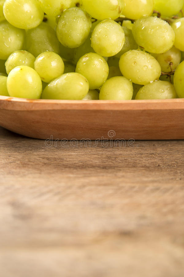 Nya gröna druvor royaltyfria foton
