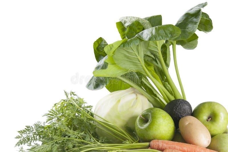 Nya grönsaker och frukter på en vit bakgrund arkivbild