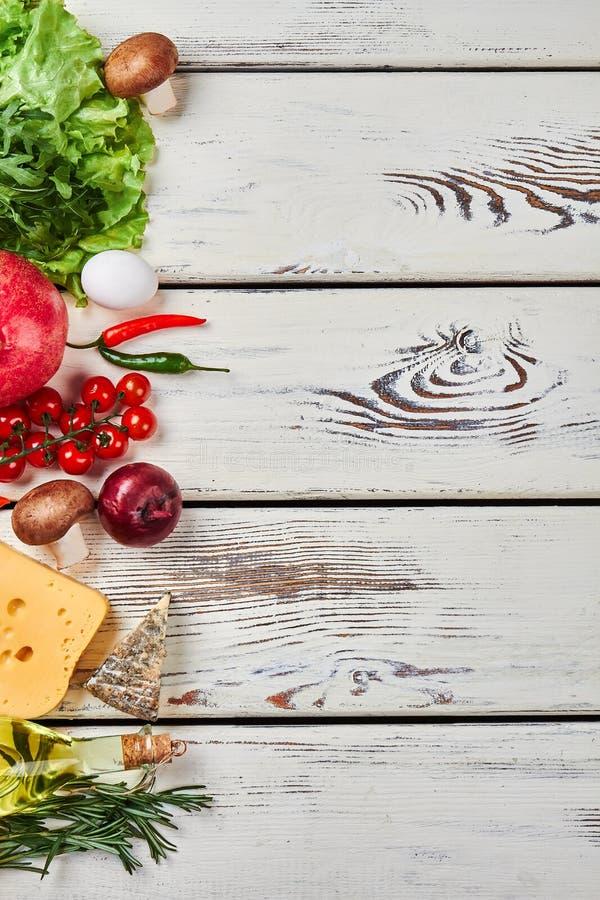 Nya grönsaker och tömmer utrymme arkivfoto
