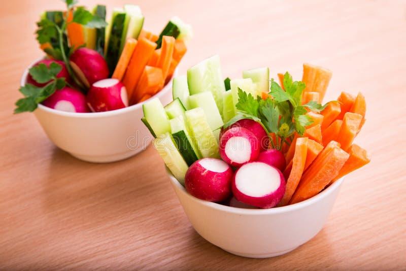 Nya grönsaker som är klara att äta royaltyfria foton