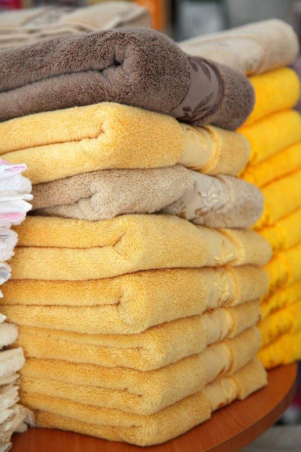 nya handdukar arkivbild