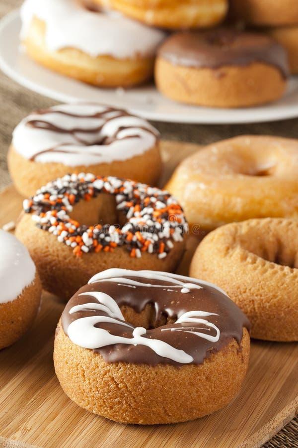 Download Nya hemlagade Donuts fotografering för bildbyråer. Bild av munk - 27275233