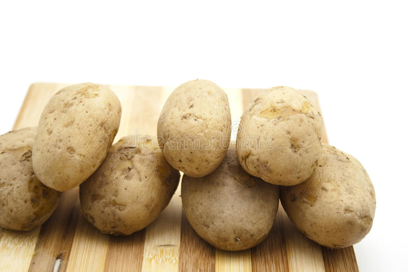 Nya lagade mat bruna potatisar royaltyfri bild