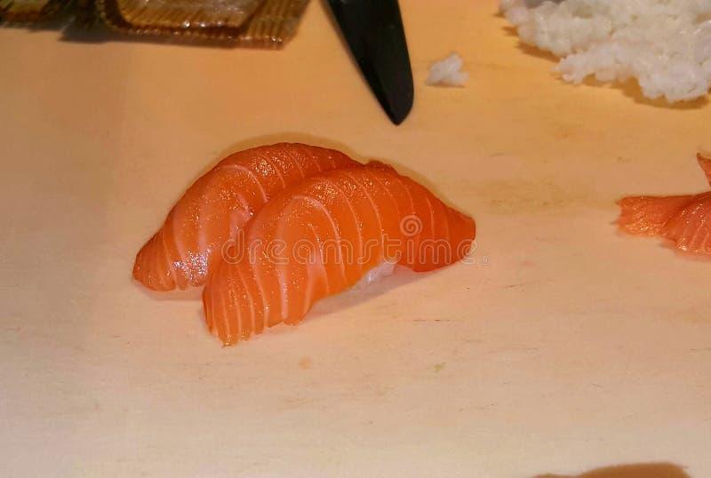 Download Nya laxsushi arkivfoto. Bild av sushi, deliciously, rice - 106828304