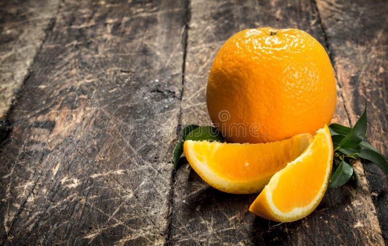 nya leavesapelsiner arkivbild