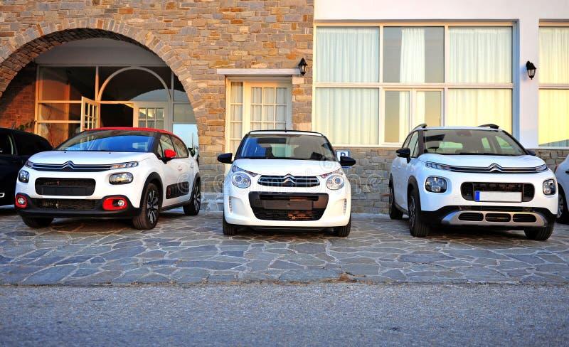 Nya modeller av Citroen bilar i gatan royaltyfri fotografi