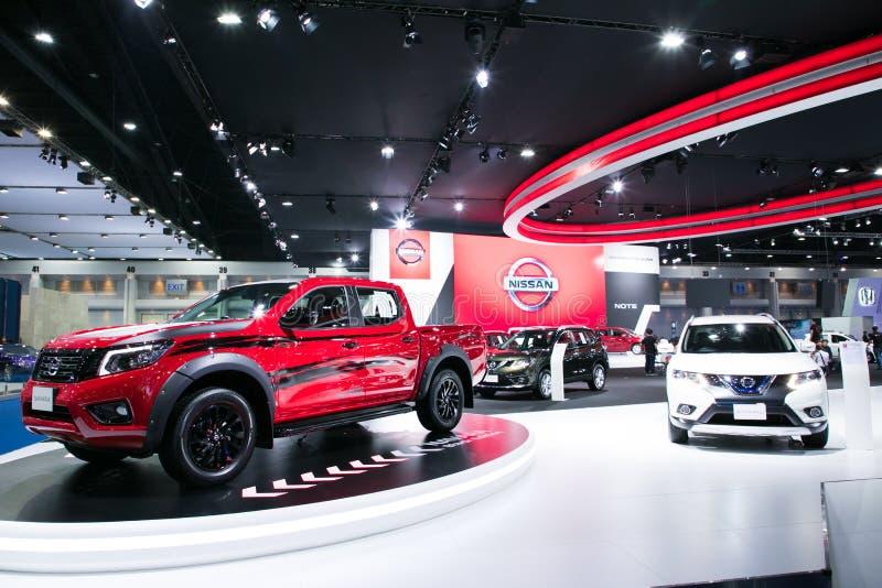 Nya modeller för Nissan navera på skärm i Bangkok den internationella motoriska showen 2017 royaltyfria foton