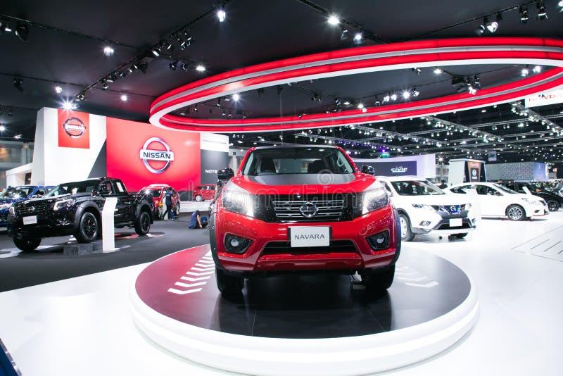 Nya modeller för Nissan navera på skärm i Bangkok den internationella motoriska showen 2017 arkivbild