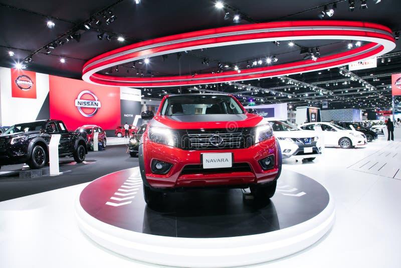 , Nya modeller för Nissan navera på skärm i Bangkok den internationella motoriska showen 2017 royaltyfri foto