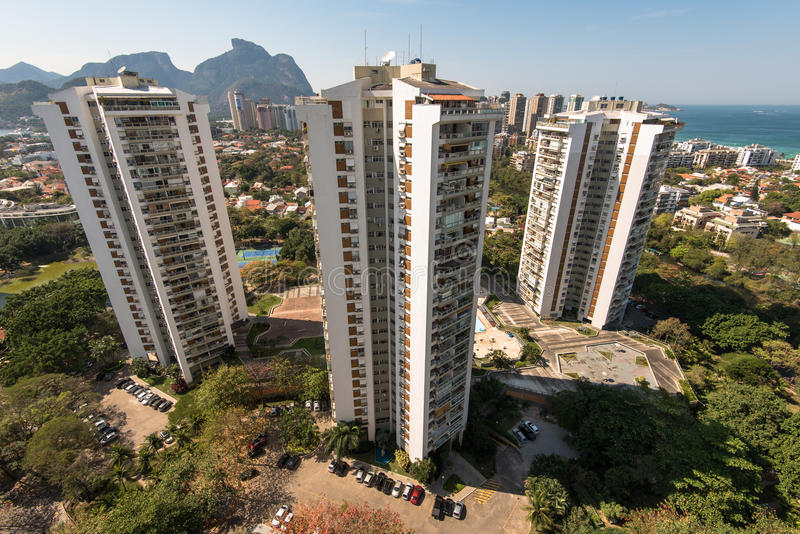 Nya moderna andelshusar i Rio de Janeiro royaltyfri foto