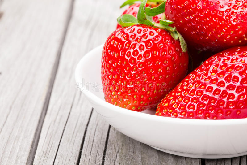 nya mogna jordgubbar royaltyfri foto