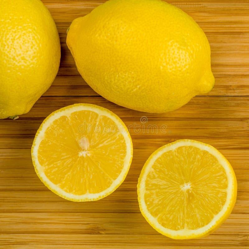 Nya mogna organiska citroner fotografering för bildbyråer