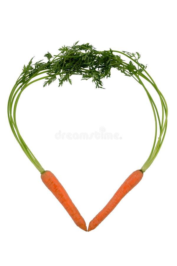 Nya morötter i en hjärtaform royaltyfria foton