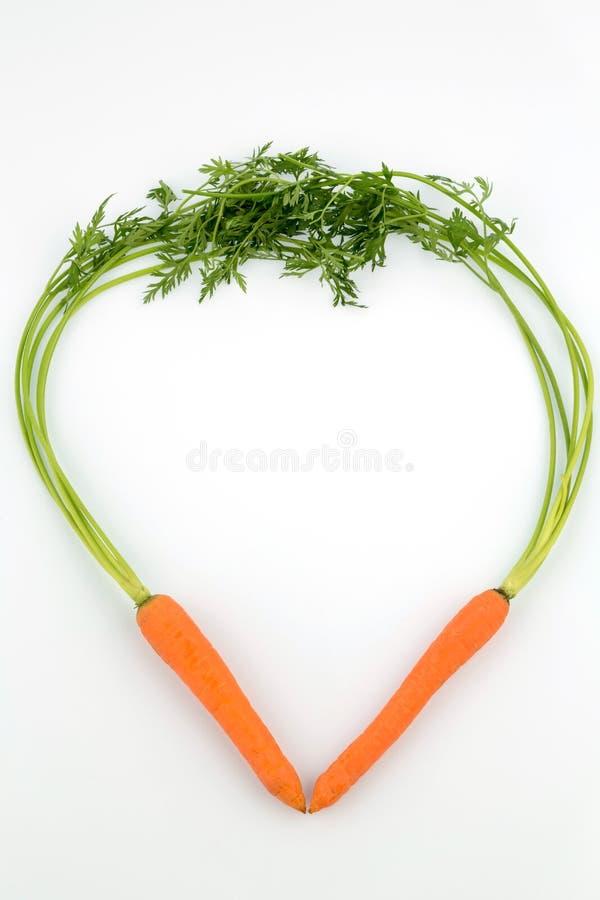 Nya morötter i hjärtaform arkivfoto
