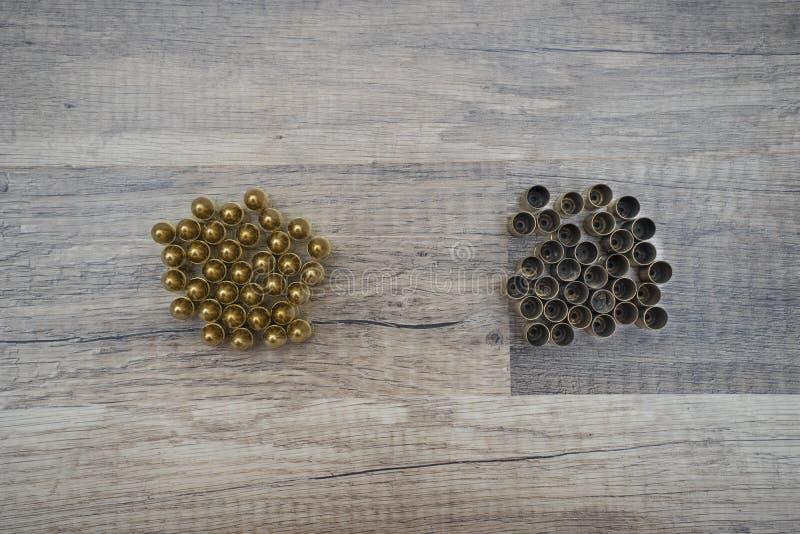 Nya och använda kulor royaltyfri fotografi