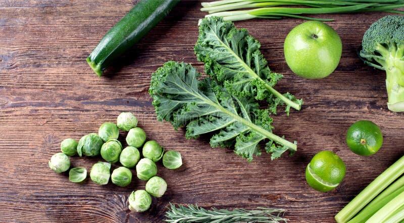 Nya organiska gröna grönsaker royaltyfri foto