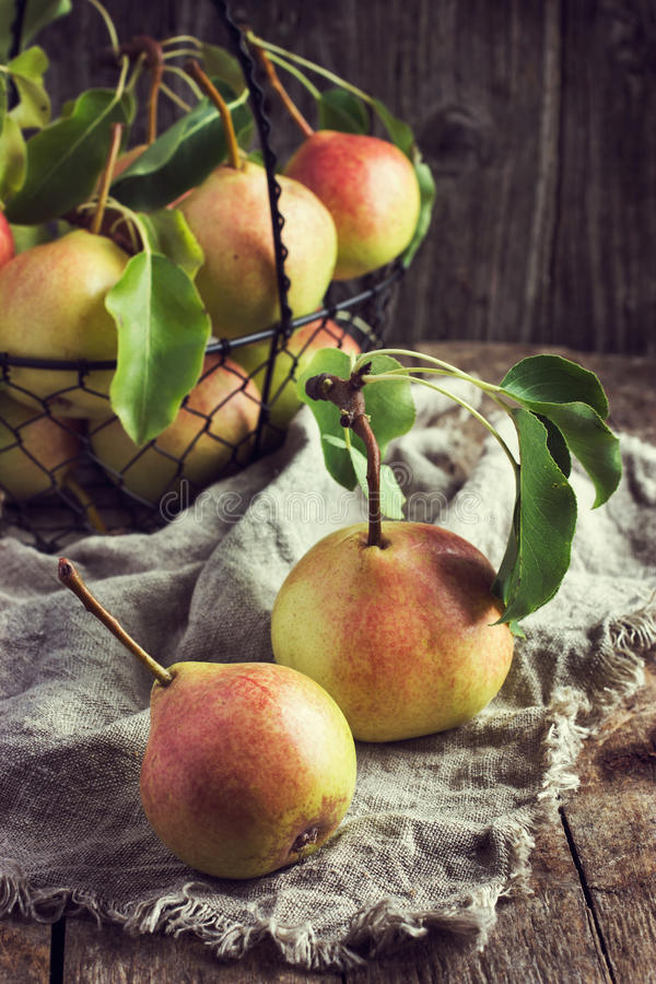 Nya organiska Pears arkivbilder