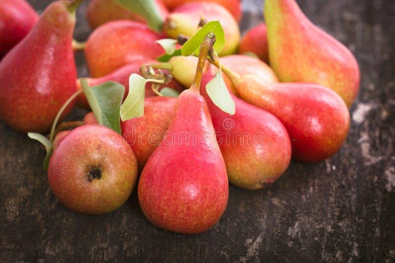 Nya organiska Pears royaltyfri fotografi
