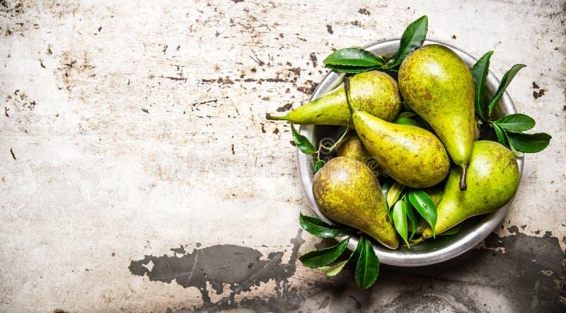 Nya päron med sidor i bunken arkivbild