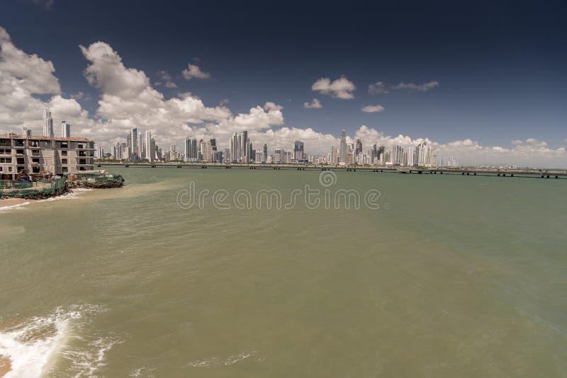 Nya Panama City från Corredor Artesanal De Casco Antiguo den gamla staden royaltyfri foto