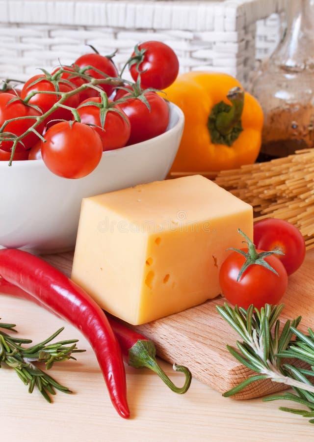 nya pastagrönsaker för ost arkivbild
