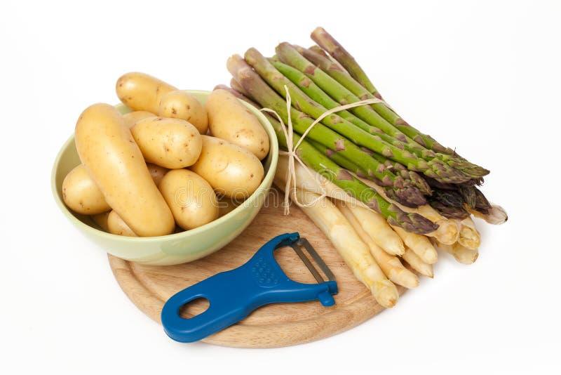 nya potatisar för sparris royaltyfri bild