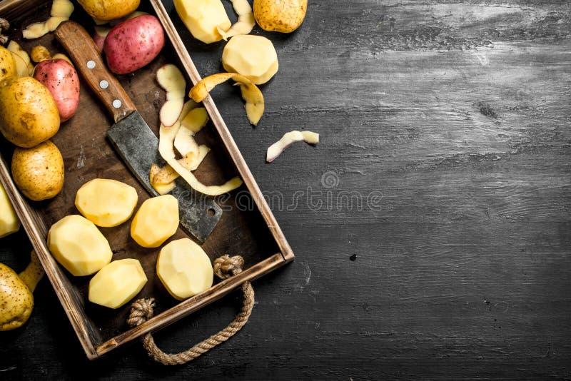 Nya potatisar på ett magasin fotografering för bildbyråer