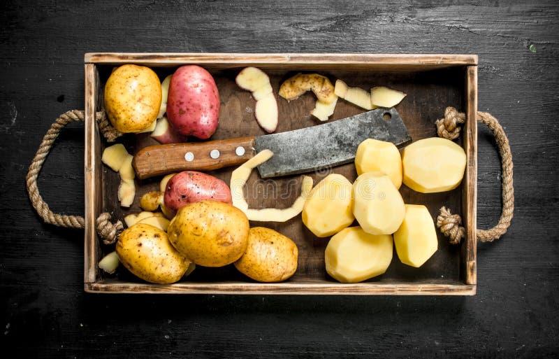 Nya potatisar på ett magasin royaltyfria foton