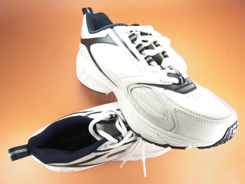 nya running skor för märkescloseup royaltyfri bild