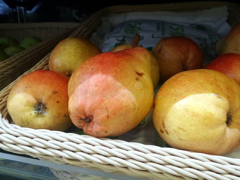 Nya söta päron arkivbilder