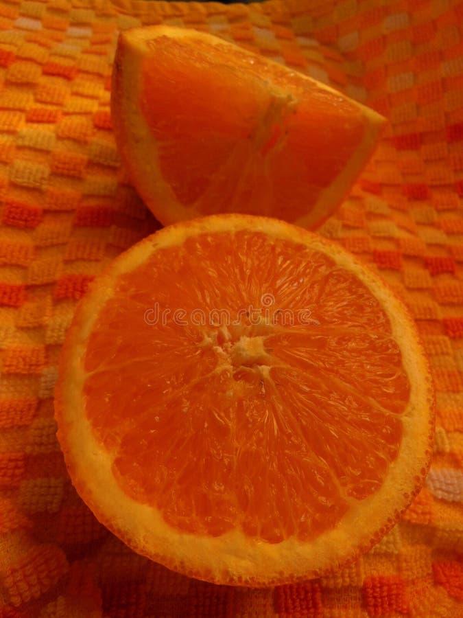 Nya saftiga skivade Kalifornien apelsiner royaltyfri fotografi