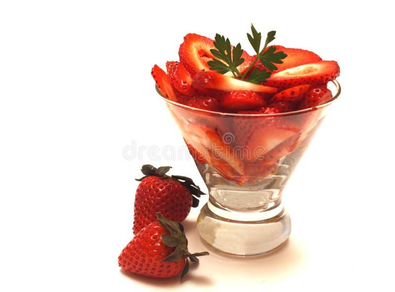 nya skivade jordgubbar royaltyfri bild