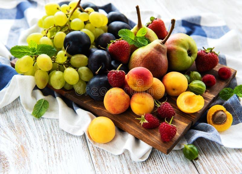 Nya sommarfrukter arkivbild