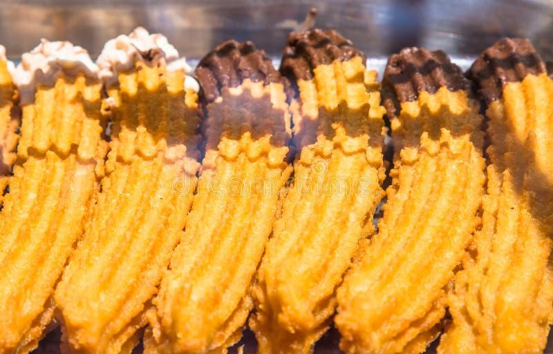 Nya spanska churros i en shoppa royaltyfria bilder