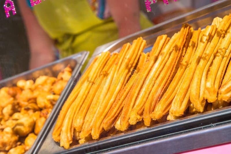 Nya spanska churros i en shoppa fotografering för bildbyråer
